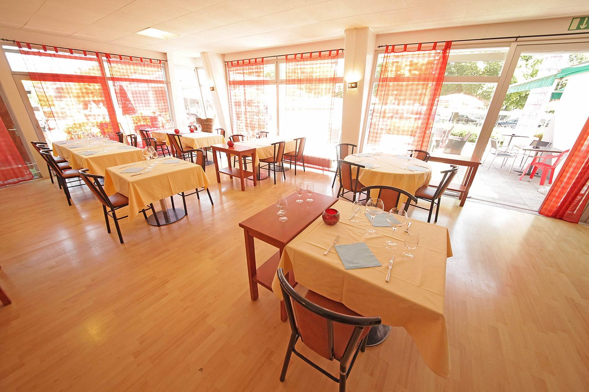 Restaurant-Terrasse-Piscine-Yverdon